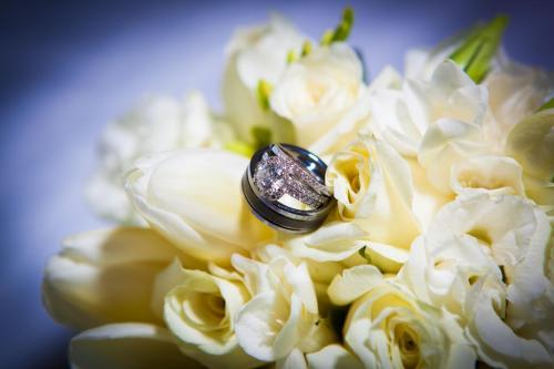 brides bouquet with weddingrings